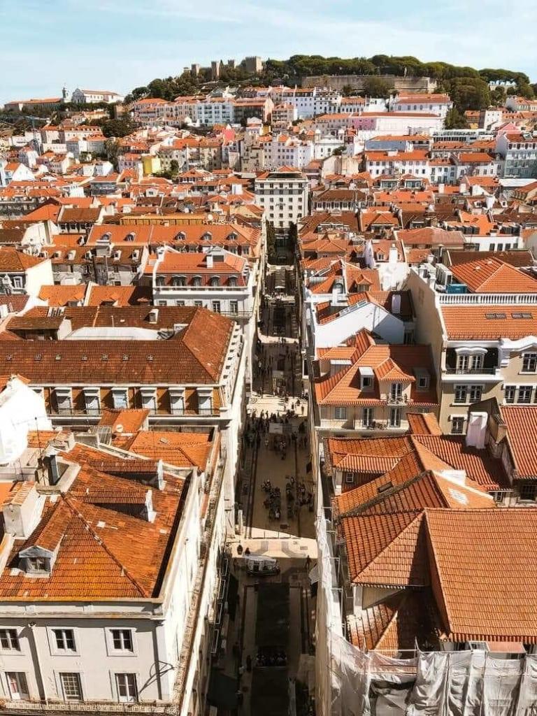 Ausblick auf die Dächer von Lissabons Altstadt