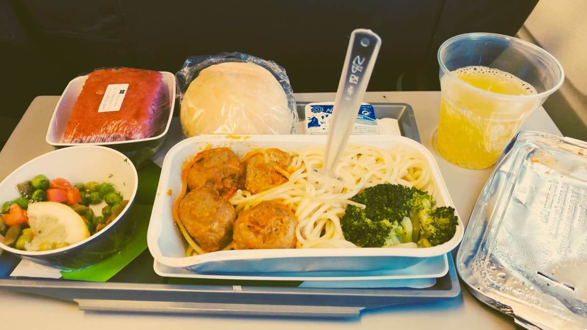 Mehr Plastik als Nahrung im Flugzeug